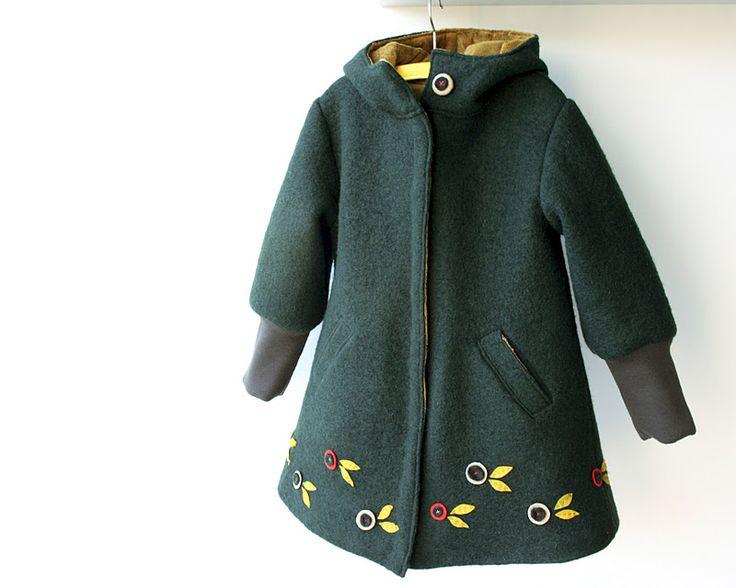 Vilten vogeltjes onderaan de jas.
