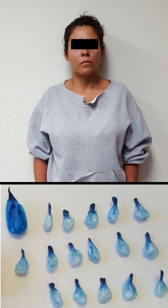 <p>Chihuahua, Chih.- Policías de la Agencia Estatal de Investigación capturaron por medio de una orden de aprehensión a una mujer acusada