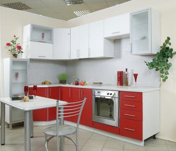 В такой кухне очень уместны будут акценты, к примеру, - растения на стенах, вносящие изюминку в дизайн