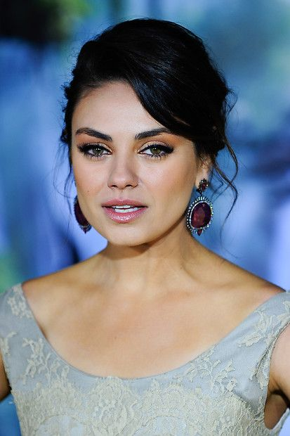Mila Kunis - Live singer in Mumbai, mimicry artists in ...