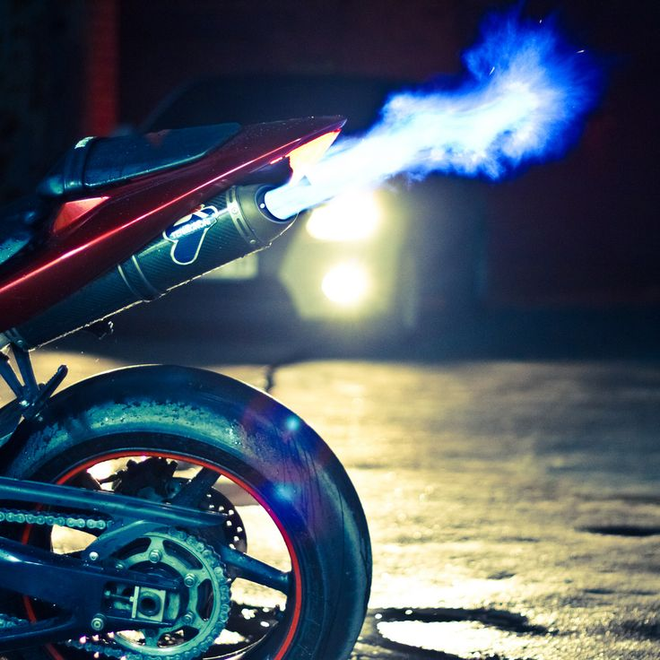 Yamaha R1 ... Throwing some flames ... Cigarette, someone?