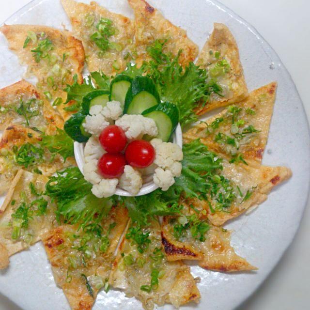 美味しいお揚げさんがあったので作りました~(*´∇`*) 咲きちゃん、カリカリじゃこにチーズ、隠し味的な味噌がいい感じで、パクパク食べちゃいました~(^ω^)  素敵なレシピありがとうございます(*^^*) - 210件のもぐもぐ - 咲きちゃんさんのオツな肴シリーズ②ピリ辛ネギ味噌きつねピザ by sakurakoaya31