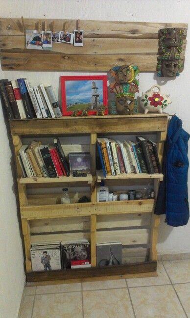 Librero y portaretrato de pared hechos con madera for Zapateras de madera