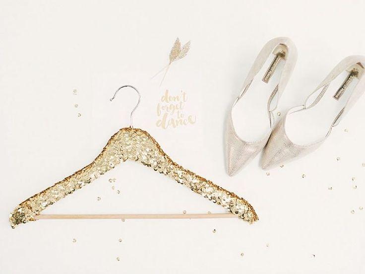 DIY tutorial: Make a Sequined Clothes Hanger  via en.DaWanda.com