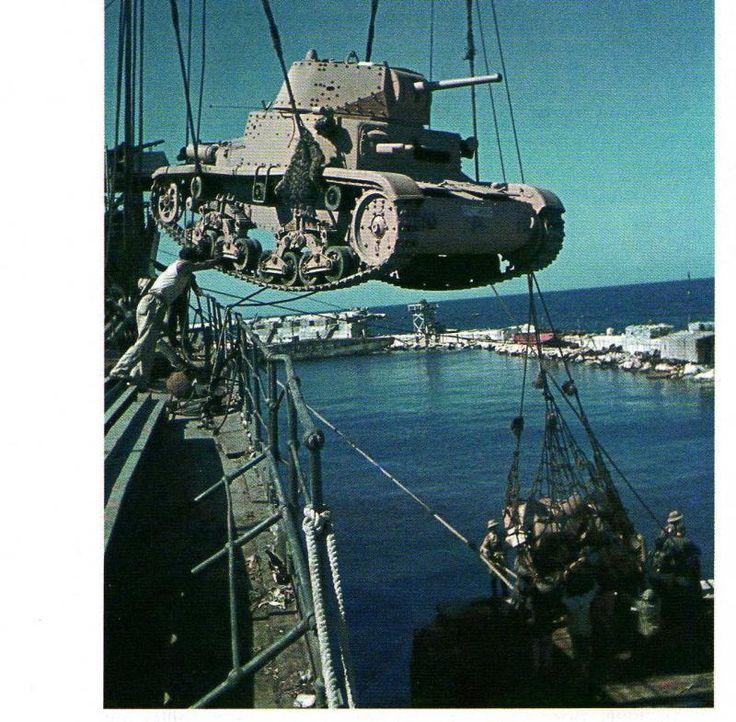 Italian Ansaldo Fiat M13/40 tank, North Africa WWII
