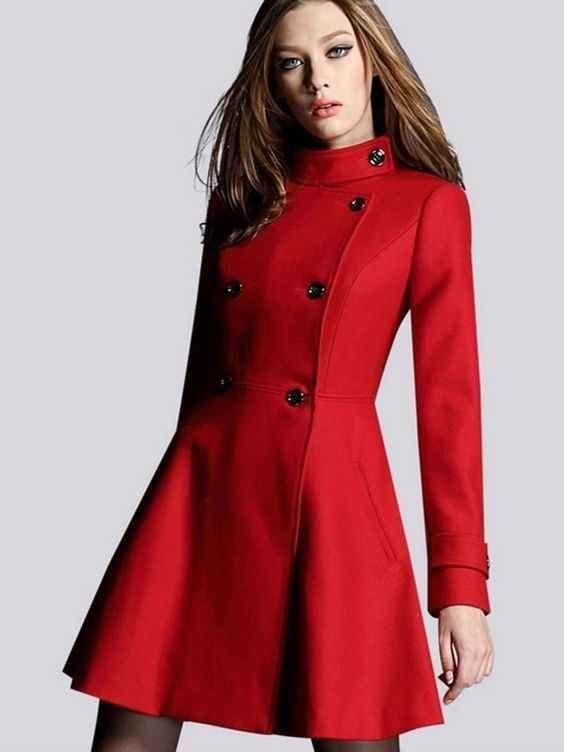 Si te contentas con invocar el espíritu del Día de San Valentín con la simpleza de un abrigo… aquí tu nuevo amigo.