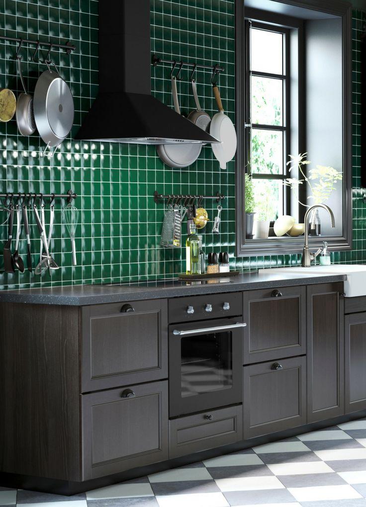 Küche, grün, grau, Wandgestaltung, grüne Flließen, Fließen, Einrichtung, Bilder, Ideen, Inspiration, Holz, dunkle Küche, grau und grün, Trend, Küchentrend, Foto: Ikea