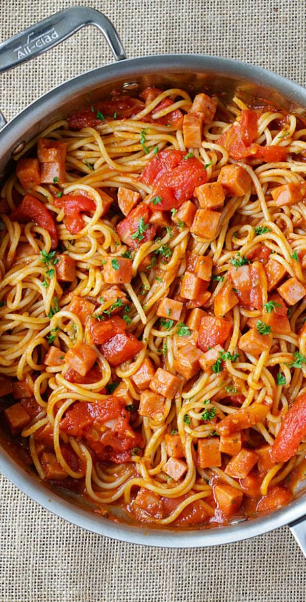 Spam Spaghetti – simple and quick pasta with spam and tomato sauce. Weeknight dinner is a quick and takes only 15 minutes from prep to dinner table | rasamalaysia.com