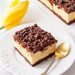 Sernik Królewski. Tradycyjny sernik królewski to sernik na spodzie z kakaowego ciasta kruchego i kakaową kruszonką na wierzchu.