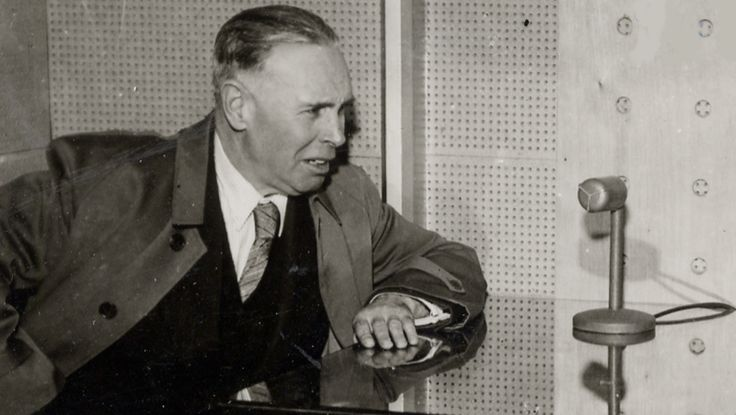 """http://ensina.rtp.pt/artigo/aquilino-ribeiro-entrevistado-na-emissora-nacional/ Entrevista transmitida no Rádio Clube Português, na rubrica """"Perfil de um Artista"""", a 16 de Julho de 1957. Realização de Igrejas Caeiro."""