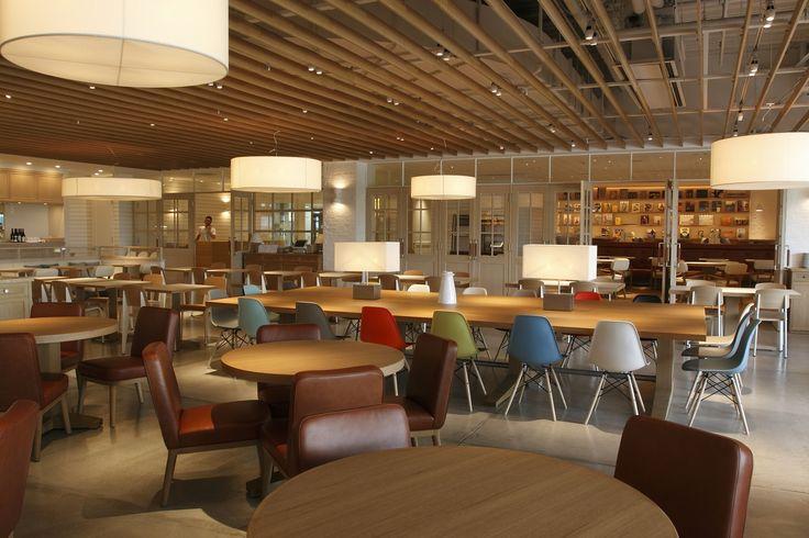 FOOD (RESTAURANT ) 【世界一の朝食】オープンしてからシドニーの朝食文化が変わったというほど多大な影響力を持つレストラン「bills」。シドニーに朝食文化を定着させ、ハリウッドセレブたちも通う人気店のレストランタ-(オーナー、シェフ)がビル・グレンジャーです。  CLIENT FLYPAN INC.  CREATIVE MEMBER INTERIOR DESIGN:LINE-INC. / Takao Katsuta