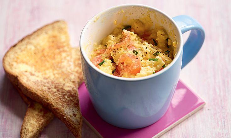 Pour le petit déjeuner ou le brunch, pas toujours envie d'être aux fourneaux. Pour cela, rien de tel qu'un mug cake d'œufs brouillés, pour se régaler sans passer des heures à cuisiner !