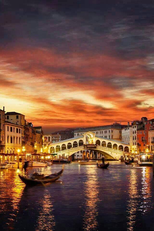   #Venezia   #Tramonto su Ponte di Rialto e Canal Grande    www.volamondo.it