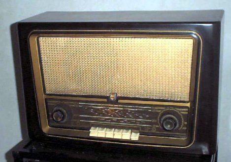 De radio stond bijna altijd aan.