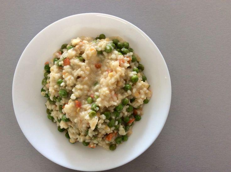 Máslové risotto s mrkví, hráškem a červenou čočkou
