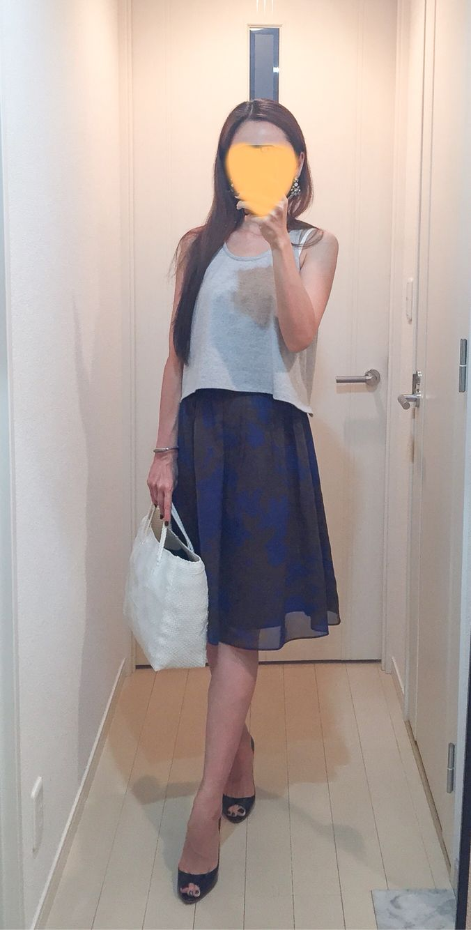 Cropped tops: EMODA, Skirt: Ballsey, Bag: la kagu, Pumps: Christian Louboutin