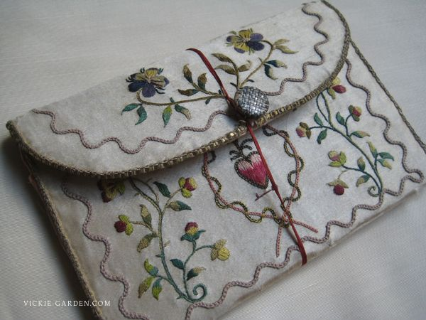Wallet of silk embroidery 1806