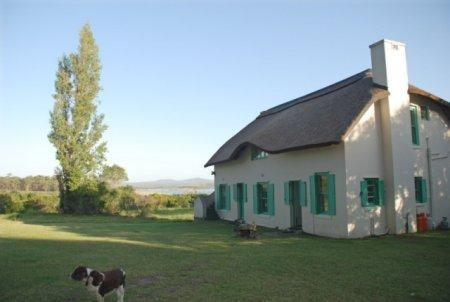 Waterfalls accommodation near Hermanus, Western Cape. Waterfalls is a rambling thatched house, 10km downstream from Stanford and a similar distance upstream from Hermanus.