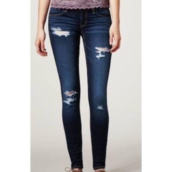 AMERICAN EAGLE OUTFITTERS SUPER STRETCH Dark wash, super stretch Jean legging. Distressed.  Size 00  very stretchy can for small. American Eagle Outfitters Jeans Skinny