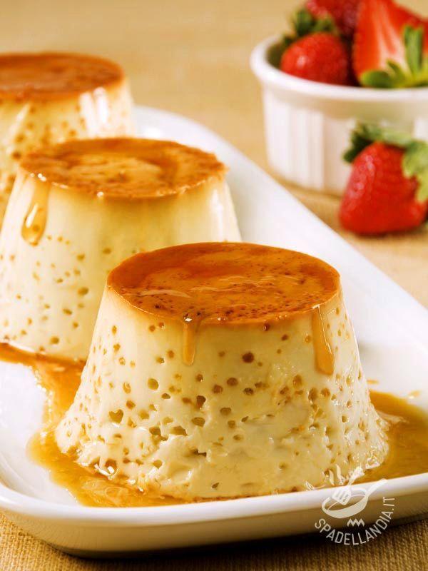 Arricchite il Flan al latte caramellato sbriciolando degli amaretti sul fondo degli stampini prima di versare il caramello...