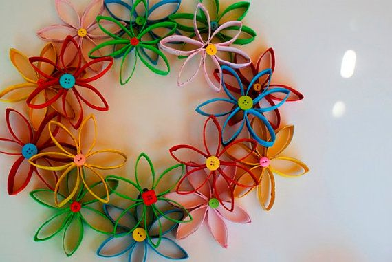 Hello, this listing is for my coiled paper wreath. This craft is ideal for summer, and comes with a cute button design finish! The wreath