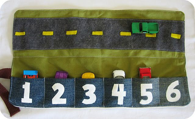 tiny cars pocket (garage and road) - trousse pour ranger les mini voitures (garage) et jouer (mini route)
