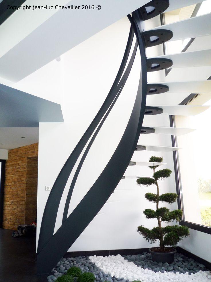 Escalier design Infini, dessiné et réalisé par Jean Luc Chevallier pour La Stylique