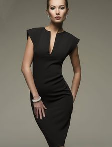 Черное классическое платье-футляр на короткий рукав