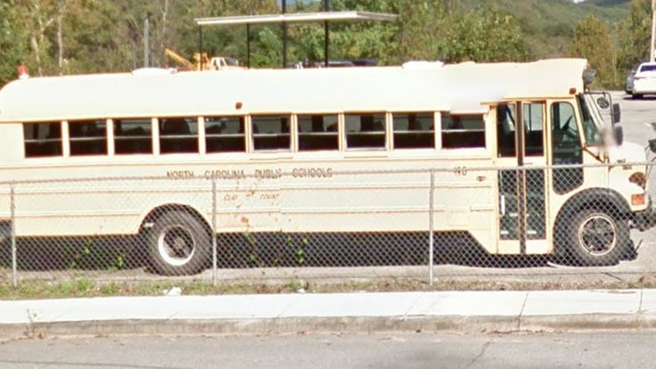 Clay County Schools (North Carolina Public Schools) 40 - 1995 Thomas Vista International; Bus Yard - Hayesville, North Carolina