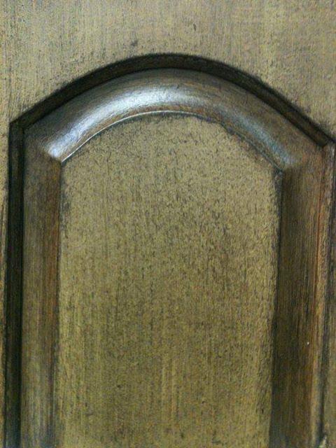 Kitchen cabinet with Artisan Enhancements Scumble Glaze