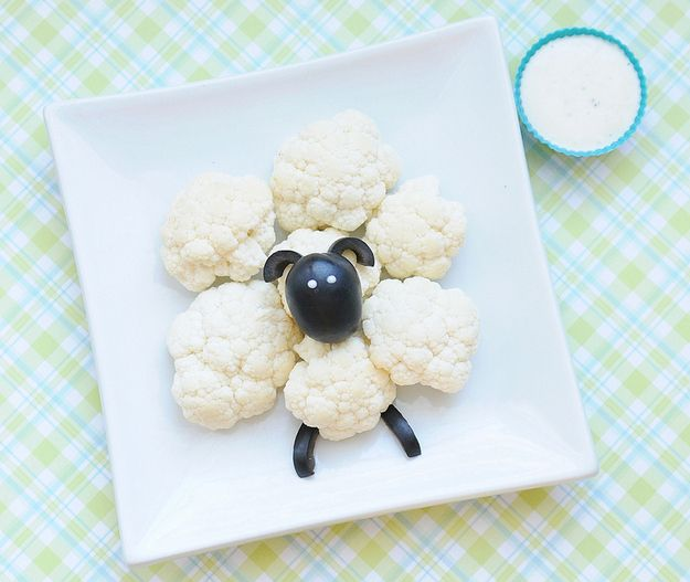 Cauliflower + olives = sheep.   19 Easy And Adorable Animal Snacks To Make With Kids