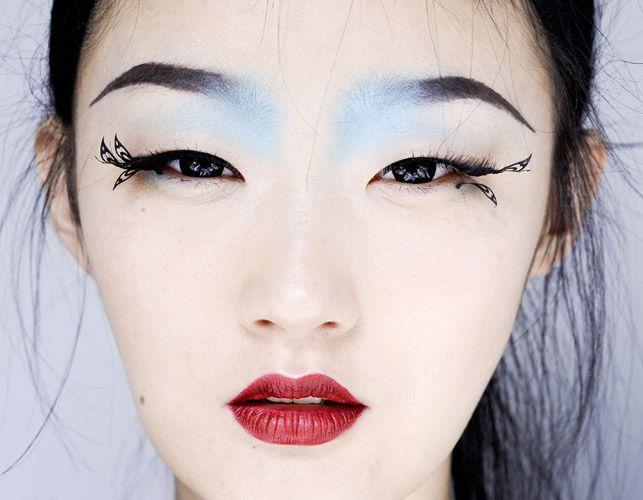 El look de beauty de Manish Arora, foto Luca Lazzari  La mirada azul