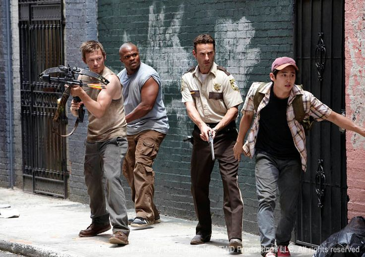 """The Walking Dead """"Tell It to the Frogs"""" S1EP3"""