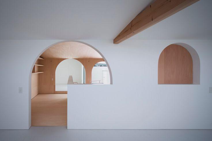 container design arranges family home in japan around indoor courtyard