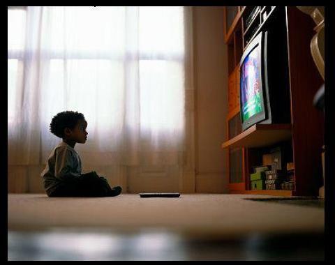 Niños han crecido viendo la televisón y por este medio se han ido formando, educando, dependiendo de los programas que ellos esten viendo, sin la supervisión d eun adulto