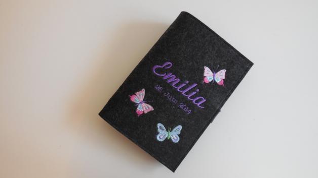 U-Heft Hülle aus Filz ♥ Schmetterlinge II♥ Mädchen von fadenwuermchen_de auf DaWanda.com