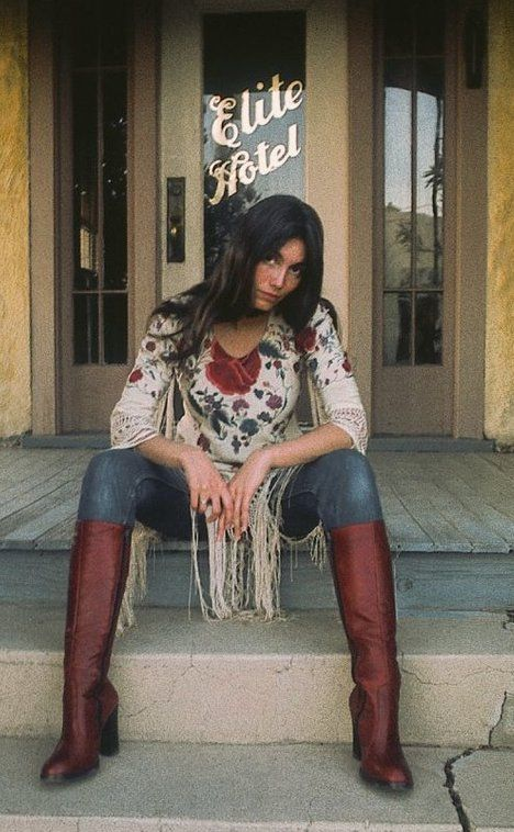Emmylou . . . fringe, jeans and boots. . classic hippie vagabond troubadour style. . .BEAUTIFUL