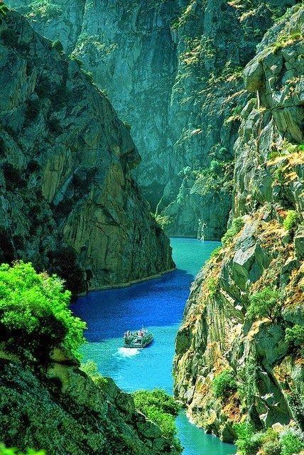 Douro River Cruises, Portugal... Id rather canoe it. Just sayin