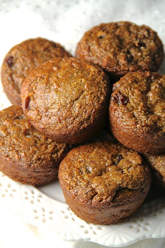 A flourless morning glory muffin that's gluten-free, refined sugar-free, dairy-free, oil-free and whipped up in the blender in under 5 minutes flat!