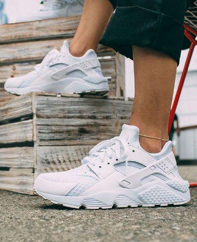 90'lar stili sneaker modasına geri döndü. İşte 90'lardan geri dönen sneakerlar #nike #huarache #sneaker #sporayakkabı #sportmen
