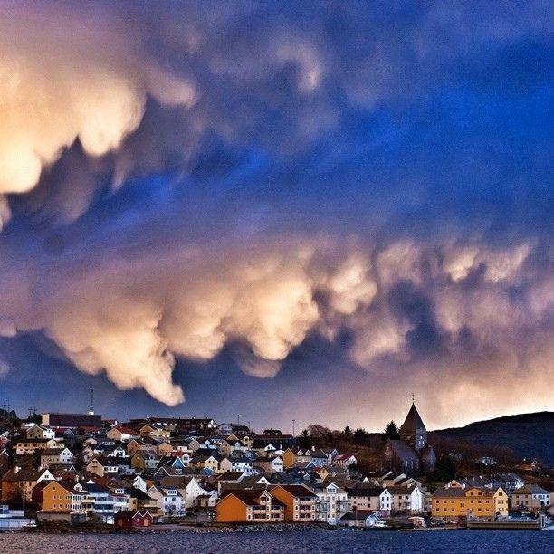 #officeview #kontorutsikt #clouds #skyer #cloudporn #skyporn #sky #himmel #yrbilder #nordlandetkirke #nordlandet #kirke #church #fjord #visitnorway #visitkristiansund #i_love_norway #kristiansund #nordmøre #møreogromsdal #weather