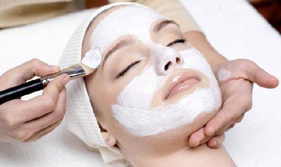Manfaat masker beras untuk memutihkan kulit wajah, menghilangkan flek hitam dan meghaluskan kulit tubuh. Cara membuat masker beras tidaklah sulit, berikut ini
