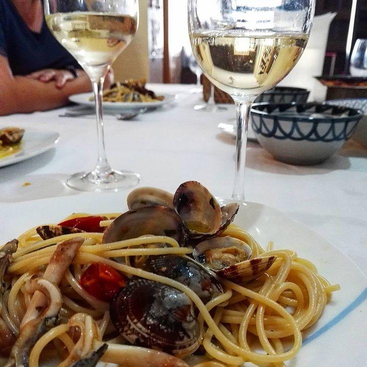 #spaghetti #vongole #domingo #cannolicchi #almejas #navajas #vino #ribeiro #good #fresh #foodpic #delish #healthy #happy #instafood #sun #summer #verdejo #photo #focus  #amazing #bestpic #cooking #обед #готовить #вкусно #yum #delicious #spain #italianrecipe http://misstagram.com/ipost/1534856133129326652/?code=BVM54VkgNA8