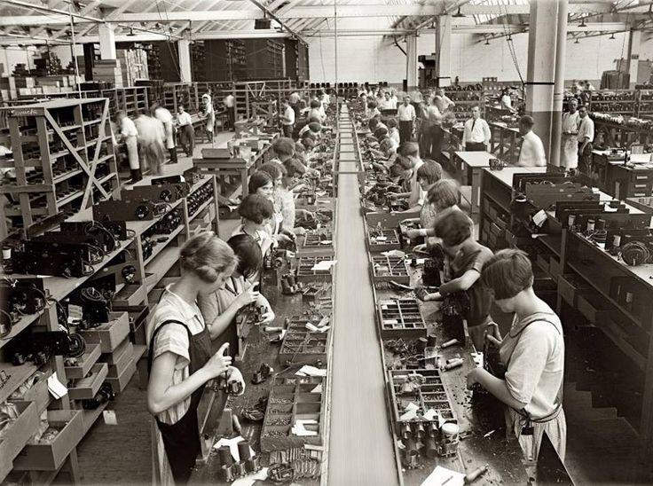 Philadelphia, 1925. Assembling room, Atwater Kent factory.