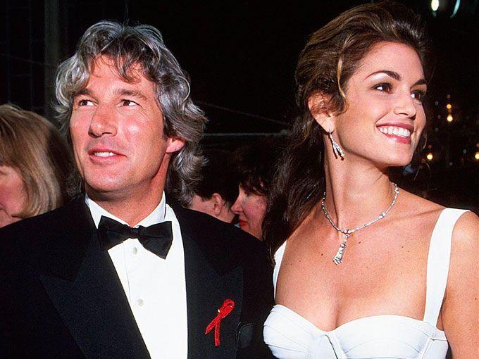 Las relaciones y matrimonios de estos famosos fueron tan fugaces que quizás ni siquiera puedas imaginarlos. Te presentamos a 6 parejas de celebridades que quizás NUNCA supiste que estuvieron casados.