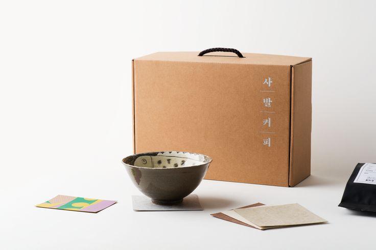 사발커피 Café au bol Huh Sangwook Signature Edition  A signature bowl by Huh Sangwook, 4 graphic coasters by chuigraf, 200g roasted coffee bean by coffeegamgak & a silkscreen greeting card