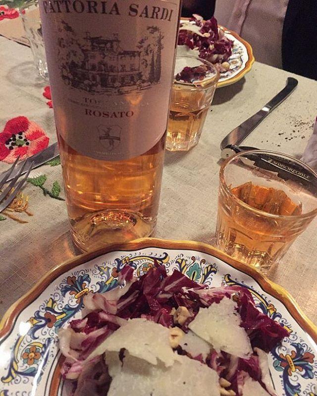 @thetuscangun_oa @thetuscangun #NY #winedinner @fattoriasardi #FattoriaSardiRosé #roseallday #bio #organic #toscana #pairing with raddichio salad, hazelnuts, pancetta and pecorino @sm_winegroupusa @smusawines