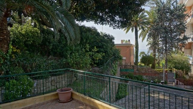 #rivierahomeholidays - #sanremo, #mazzini. 3 bedroom apartment, placed in a totally renovated building, sunny and quiet. Well served by public transport, beaches, bicycle path,restaurants reachable by foot! First floor, large terrace with planters and lovely sea views. Furnished with fine furniture, totally renovated. €260,000 #propertyitaliancoast #apartmentitaliancoast