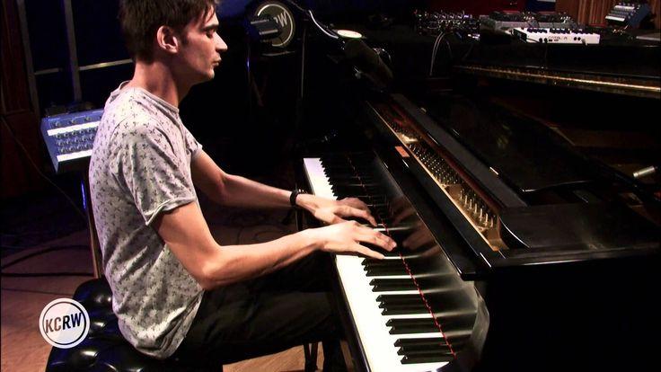 """Jon Hopkins performing """"Abandon Window/Nightfall/Autumn Hill"""" Live on KCRW"""