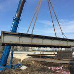 Rekonstrukce u vlakového nádraží pokročila. Druhý z mostů přes Mikulášskou šel k zemi
